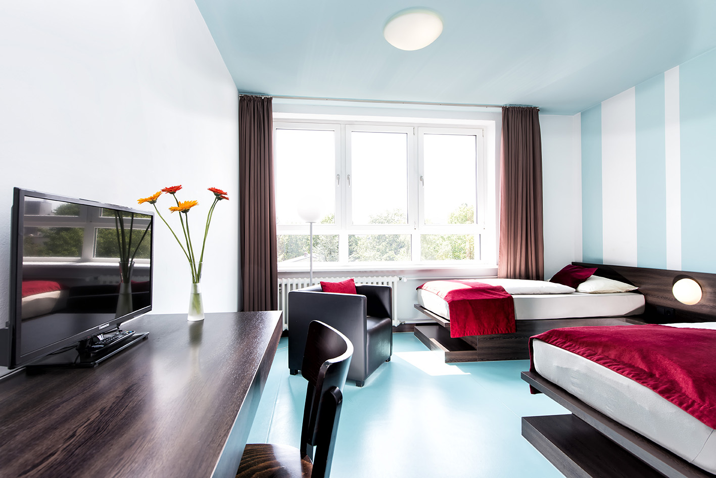 Twin room classic with writing desk, flat screen tv, armchair and free wifi